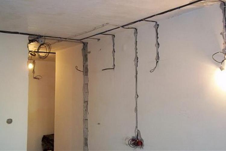 Провода в стенах
