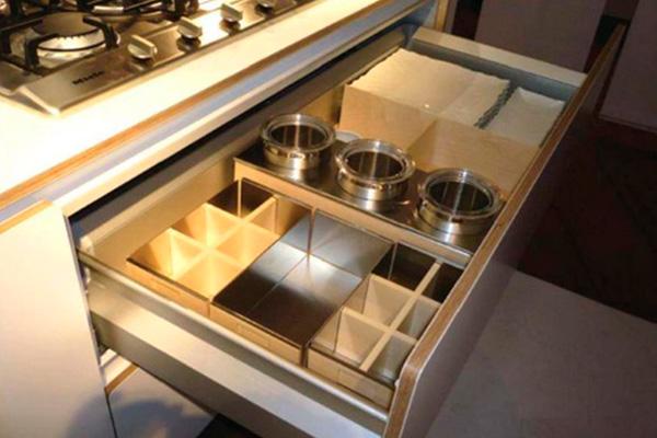 Полновыдвижной ящик, да еще и с вкладышами-органайзерами – мечта любой домохозяйки!