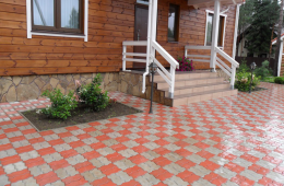 тротуарная плитка возле дома