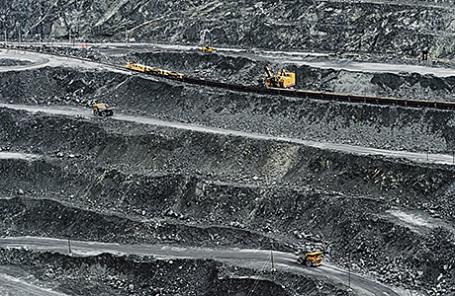 Добыча железной руды.