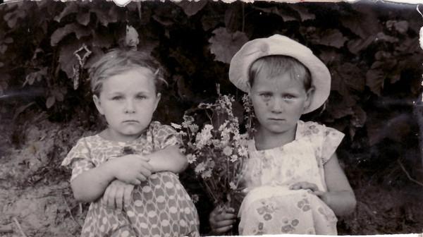 Мне 4 года, а сестре 6 лет. 1958г.