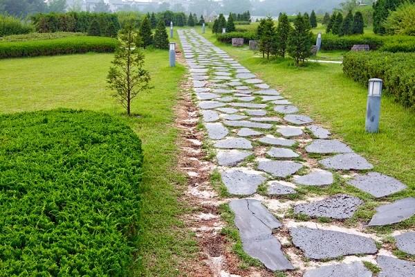 Пешеходные дорожки из дикого камня