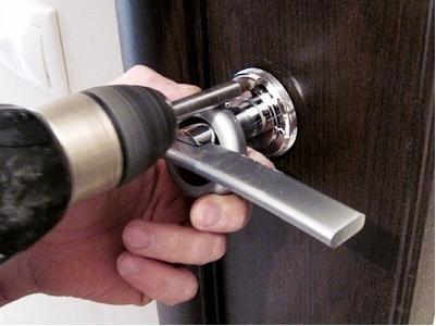 Как установить дверную фурнитуру