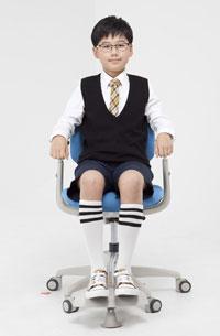 Регулируемая по высоте подножка в креслах Duoflex Kids Sponge