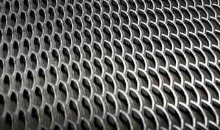 Лестничная ступень из стального просечно-вытяжного листа