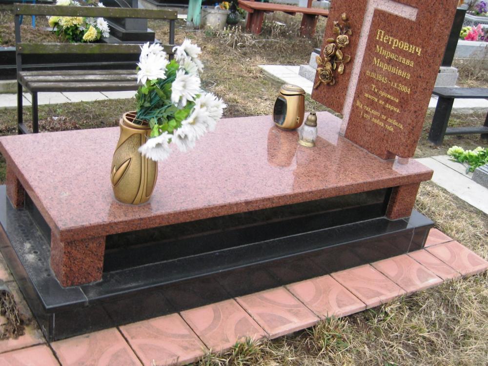 Памятник могильный
