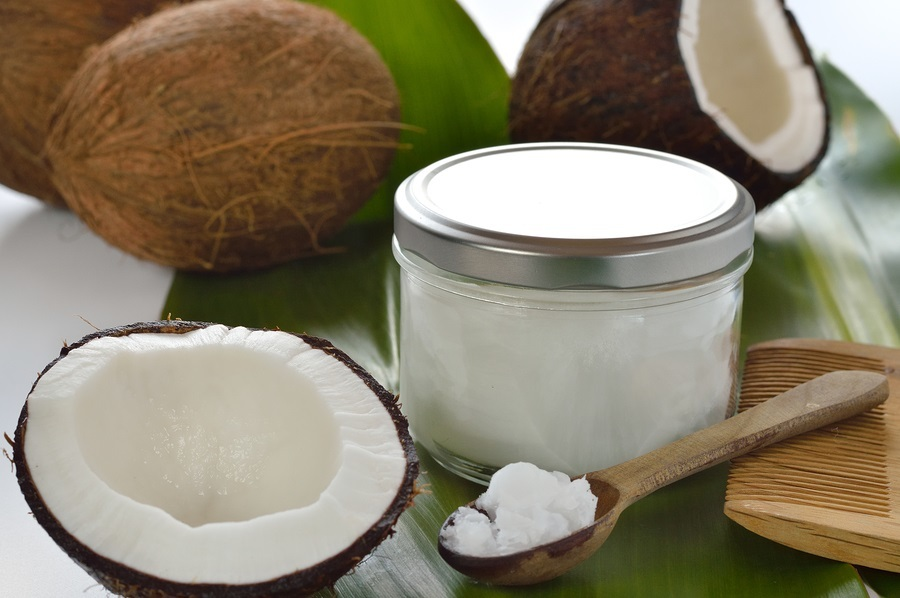 Банка с кремом и кокосовым маслом