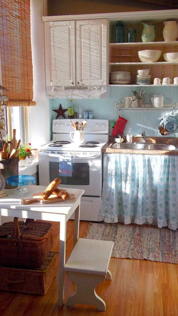 Интерьер простой небольшой кухни