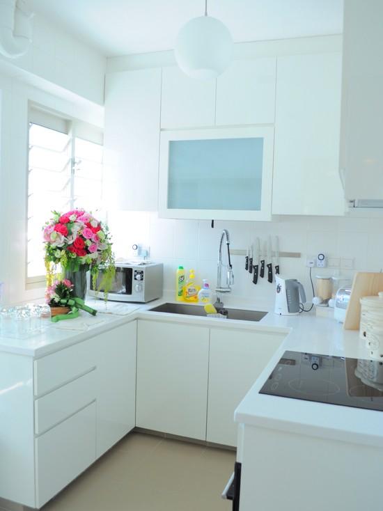 Маленькая кухня с голубым отливом