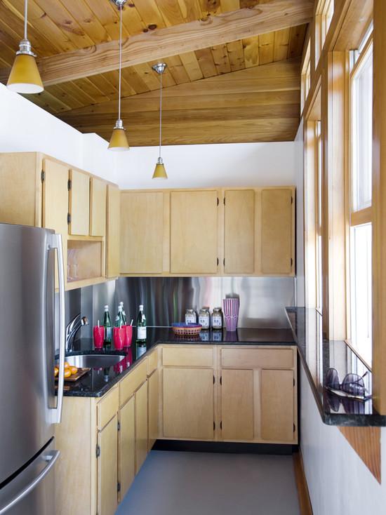 Дорогая простота на небольшой кухне