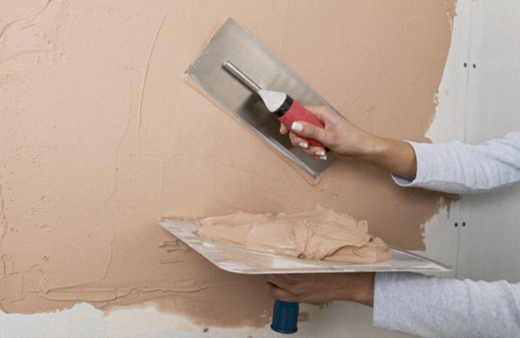 Как правильно заделать трещину в стене