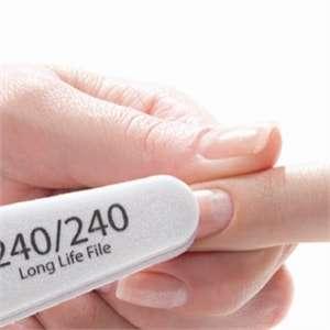 Покрытие ногтей лак-гелем. Обработка ногтя