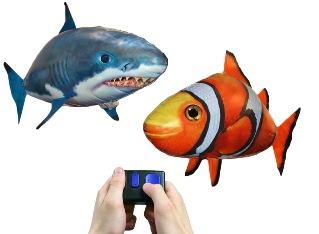 Литающие рыбки, клоун и акула