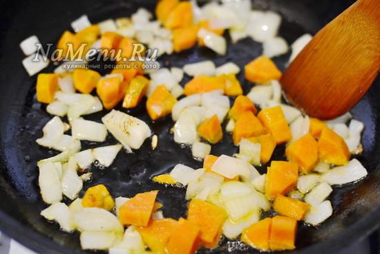 лук и морковь обжарить