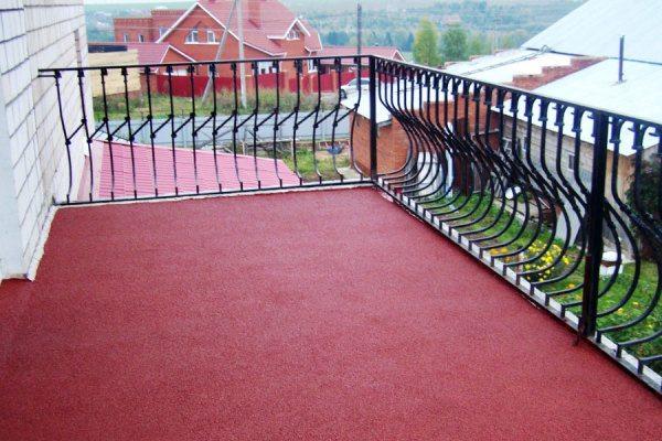 Гидроизоляция балкона выполнена резиновой краской.