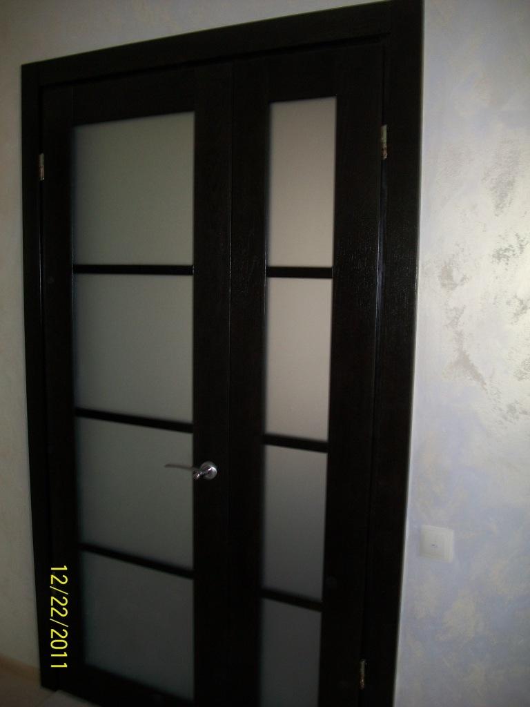 Распашная дубовая дверь