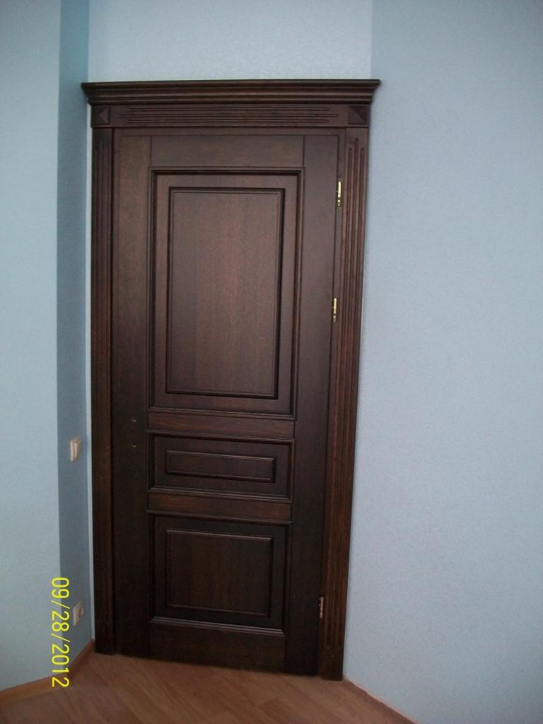 Дубовая дверь глухая с филенками