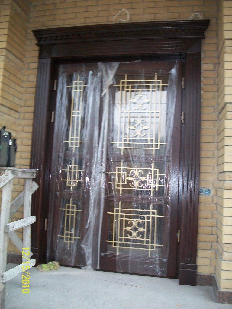 Входная дверь из дуба с ковкой