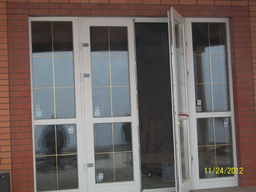 Распашная дубовая дверь (выход на терассу)