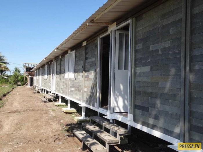 Дом из пластиковых кирпичей, возведённый всего за 5 дней (10 фото)