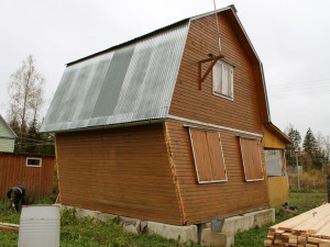 Перед тем, как реконструировать старый деревянный дом, следует убедиться в целесообразности этой затеи.