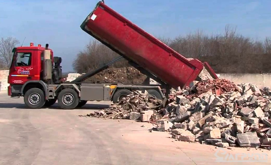 Свалка мусора на специальном полигоне