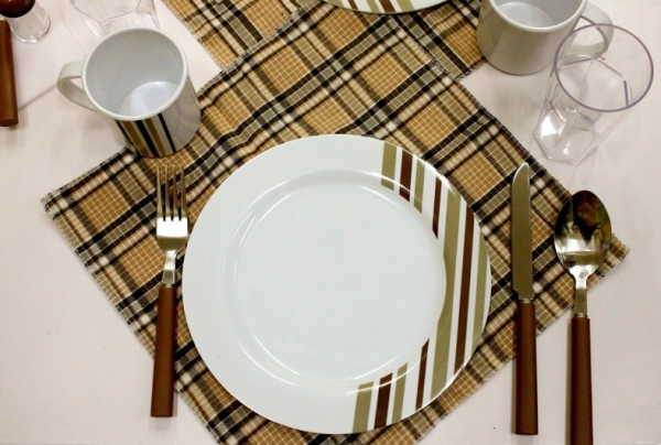 Набор для пикника на 4 персоны Green Glade T3338 - столовые приборы и посуда