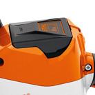 Два положения фиксации батареи в инструменте