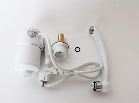 Проточный водонагреватель электрический на кран комплектация