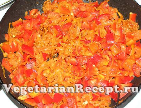 Приготовление начинки для лазаньи. Тушение овощей (фото)