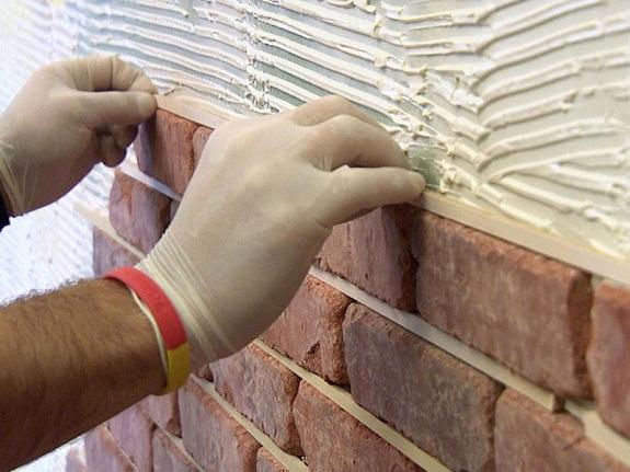 Монтаж гипсовой плитки на бетон