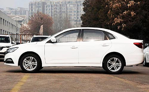 В Украине стартовали продажи самого доступного на рынке седана с коробкой «автомат» FAW B30 - FAW