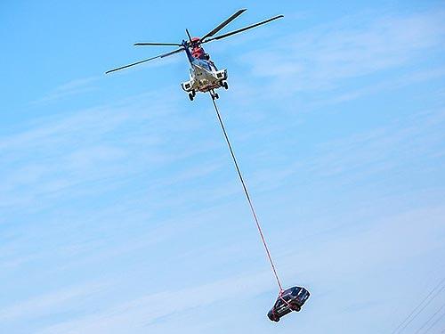 FAW провел уникальный краш-тест, сбросив авто с вертолета - FAW