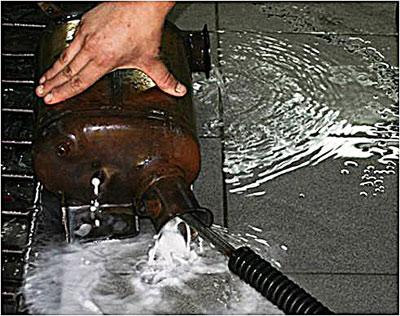 После применения Liqui Moly DPF Cleaner нагар полностью с сажевого фильтра полностью удаляется водой.