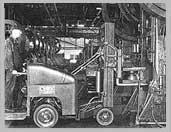 Около 1932 г. Модель Tructier (Clark), известная также под названием Tiertо, с передним приводом, управляемыми задними колесами, механизмом наклона мачты и гидравликой