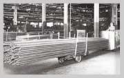 1939 г. Транспортировщик Towmotor (в дополнение к нему для перевозки длинномерных грузов использовалась обычная тележка)