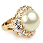 Золотое кольцо с жемчужиной и бриллиантами Мэрилин Монро