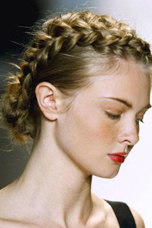 Вечерние прически на длинные волосы 9