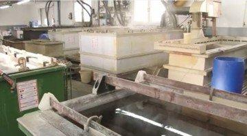 Применение натрия карбоната для обезжирования материалов из алюминия и алюминиевых сплавов перед химическим лужением