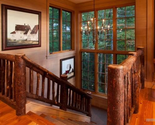 Крупные деревянные элементы лестницы