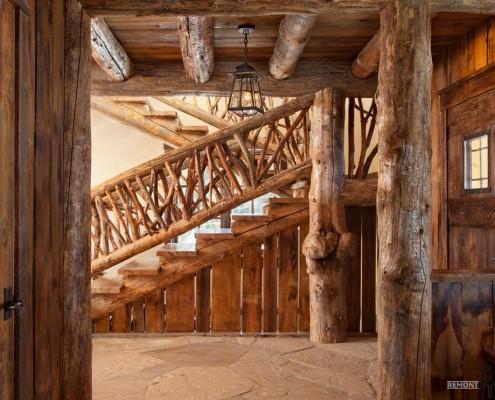 Деревянная лестница в стилизованном доме
