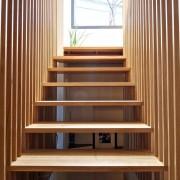 Лестница с небольшим градусом наклона