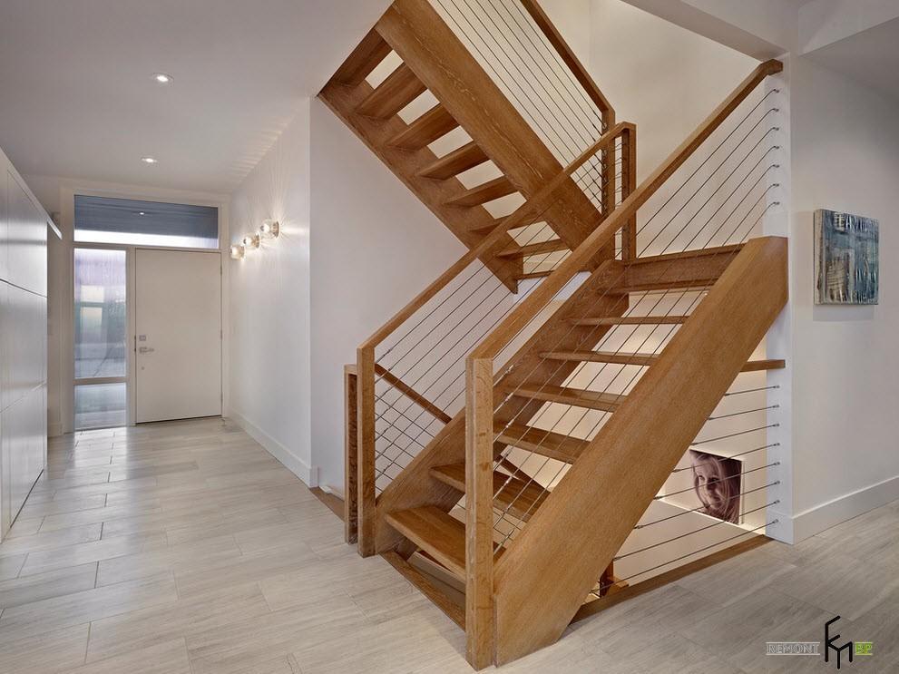 Деревянная лестница из двух пролетов