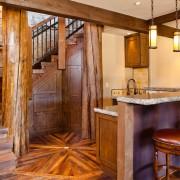 Дом и лестница в кантри стиле