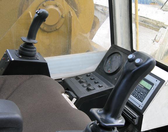 Пример установки аппаратов управления на кране ДЭК-361