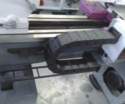 Станок L33 CNC: кабелеукладчики и датчики