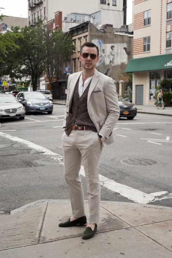 мужские слипперы светлый костюм