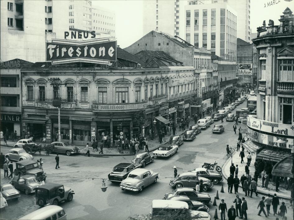 Картинки по запросу imagens de curitiba anos 70 rua xv Novembro
