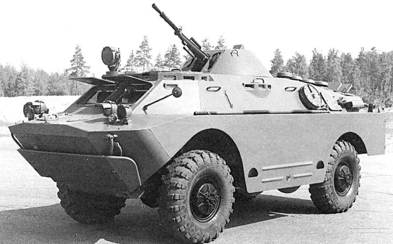 Бронированная разведывательно-дозорная машина БРДМ-2.  Боевая масса -7 т; экипаж - 4 чел.; оружие: пулемет - 14,5 мм, пулемет - 7,62 мм; броневая защита - противопульная; мощность двигателя - 103 кВт (140 л.с.); максимальная скорость: по шоссе - 95 км/ч, на плаву - 10 км/ч; колесная формула - 4x4.