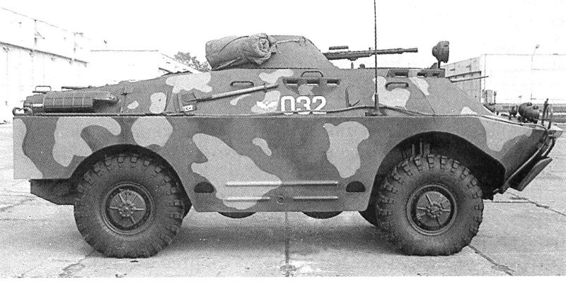 Бронированная разведывательно-дозорная машина БРДМ-2. Вид на правый борт.